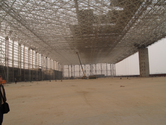 大跨网架结构的特点与应用及制作与安装