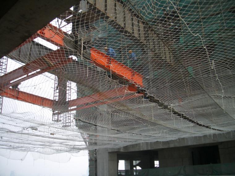 66桁架连廊吊装安全网示意