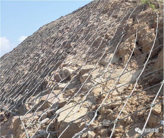 落石防护网施工时的安全防护措施