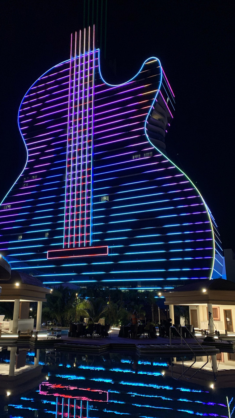 003-digital-light-spectacle-for-the-grand-opening-of-the-seminole-hard-rock-hotel-casino-by-float4-dcl-communications