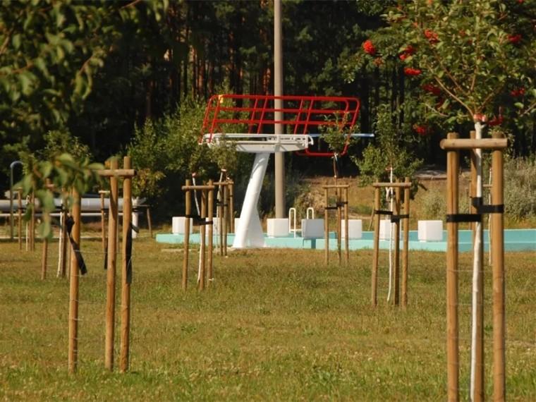 德国废弃泳场翻新景观