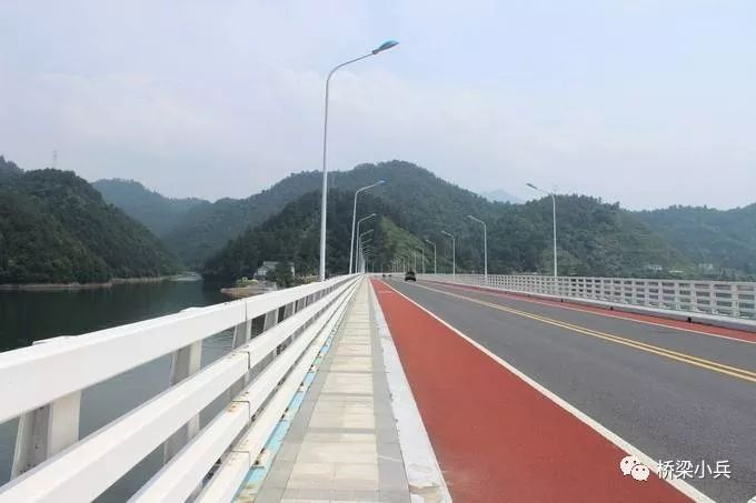 在役桥梁护栏改造设计方案