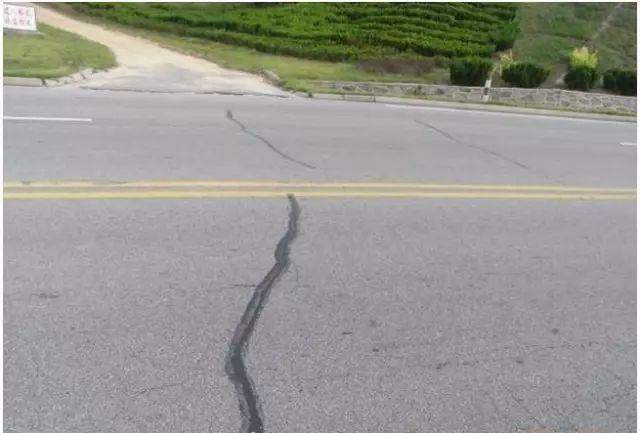 公路工程路面施工安全管理细节