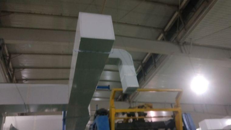 保温棉厂工位降温管道送风工程现场安装图片