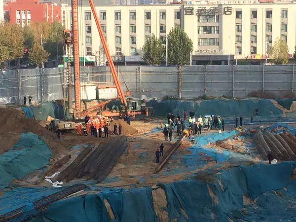 郑州一工地发生塌方事故,3名被埋工人死亡