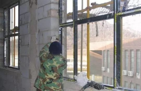 铝合金门窗安装技术交底,文末资料下载