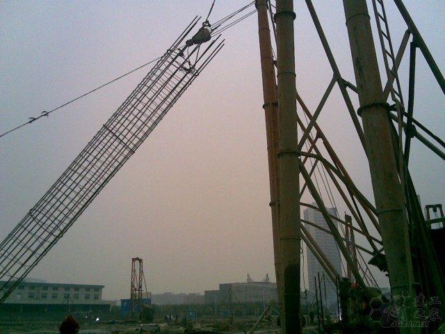 80钢筋笼吊装