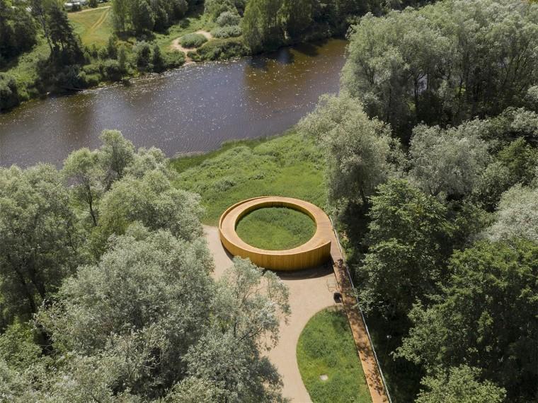 拉脱维亚感官公园里的人行步道与观景平台