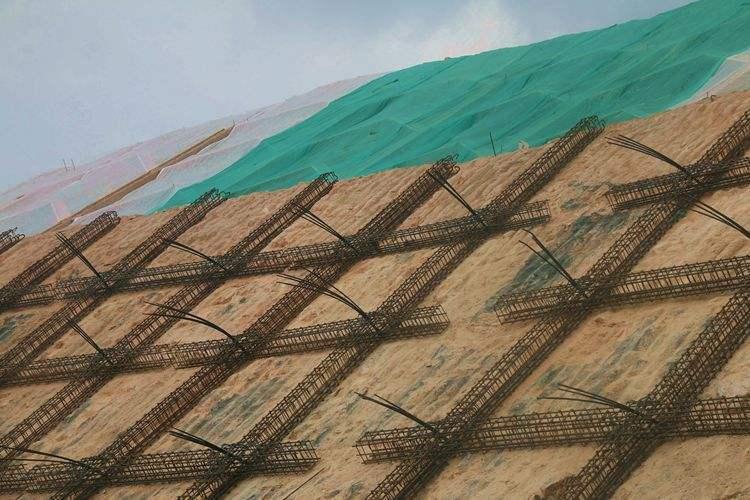 高边坡施工安全防护措施