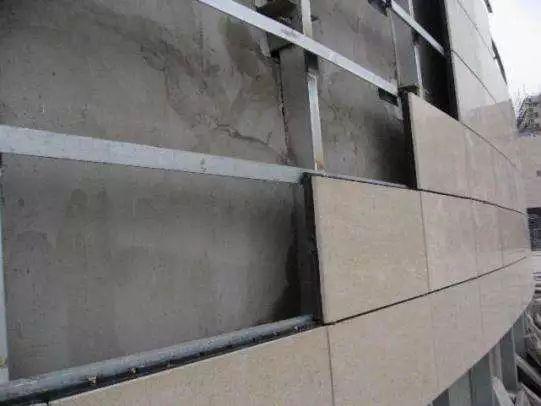 石材幕墙工程的版块安装需满足哪些条件?