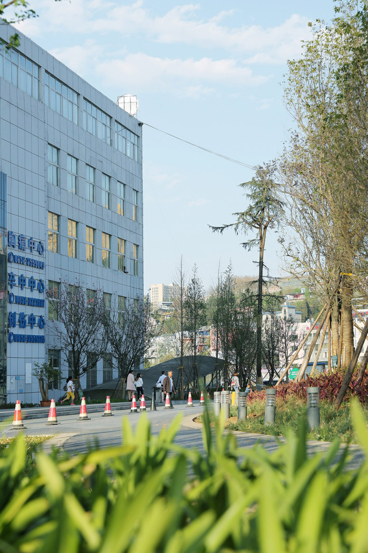 26-panzhou-peoples-hospital-health-garden-china-by-tianshang-design-group