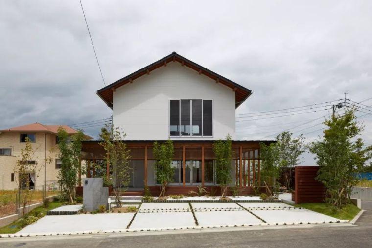 日本木屋,裸露木结构 / Royal House Co.