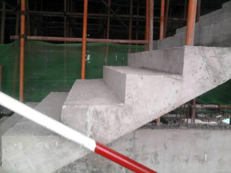 楼梯踏步模板凹槽限位安装施工工法
