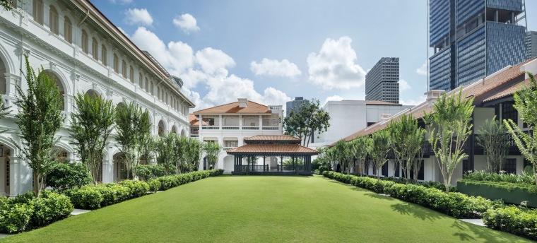 酒店标志性的植物景观,图片来自 Raffles Hotel