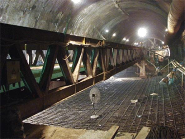 [QC]铁路隧道仰拱快速施工设备的研制