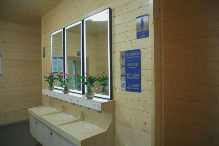 """分享首座""""高颜值黑科技""""木结构装配式公厕"""