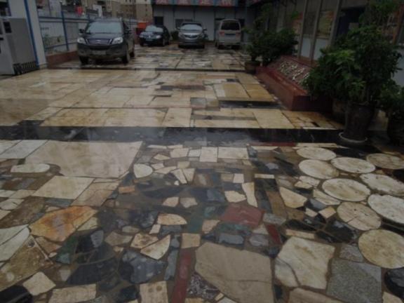 废弃石材路面