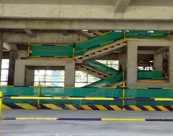 知名地产企业安全生产文明施工方案培训PPT-19楼梯防护