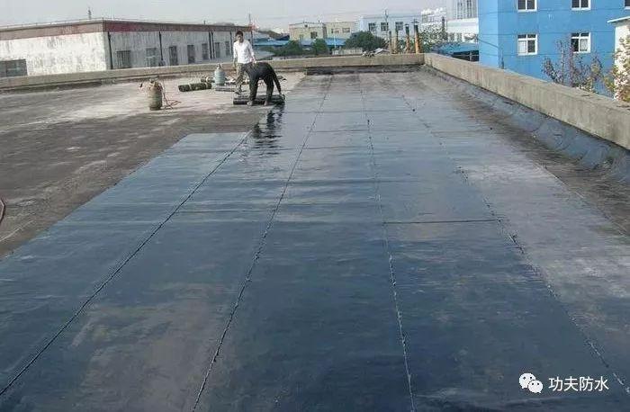 屋面防水卷材渗漏的原因及常见现象解决办法