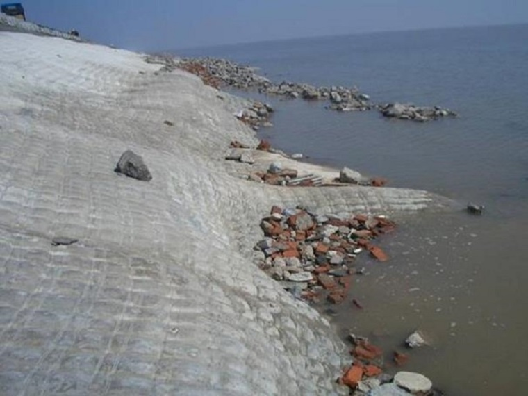 提高模袋混凝土护坡外观质量QC成果