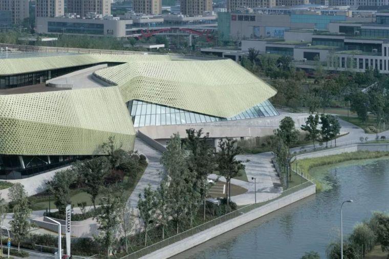 宁波城市展览馆,釉面陶瓷立面的多变
