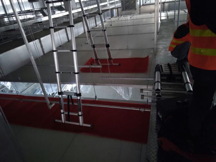 安全文明管理培训讲义PPT(图片丰富)-10彩钢板顶板保护