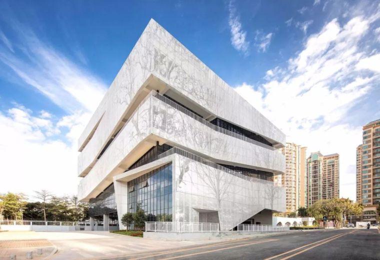 公共空间立体化——深圳市综合文化服务大楼