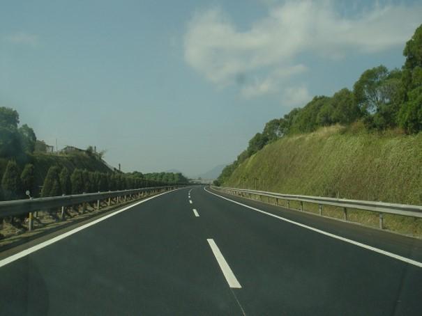 全柔式长寿命沥青路面结构及其设计方法