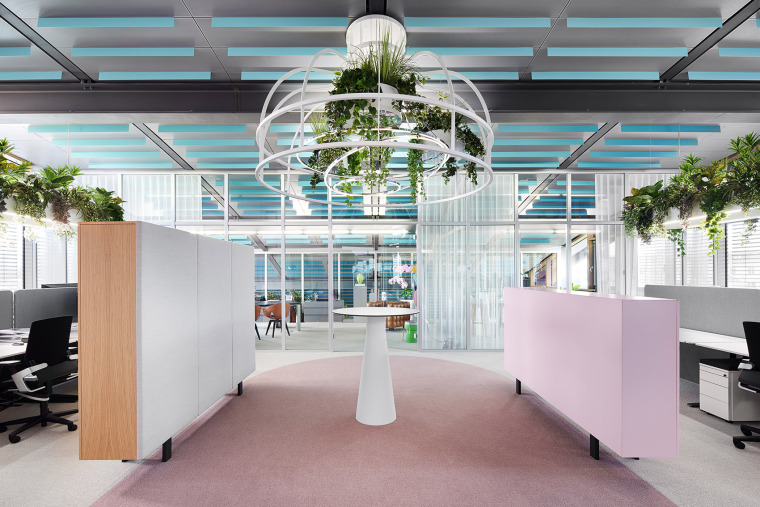 007-the-new-headquarters-of-roman-klis-design-by-ippolito-fleitz-group