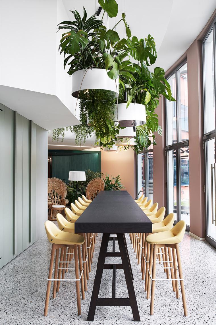 009-the-new-headquarters-of-roman-klis-design-by-ippolito-fleitz-group