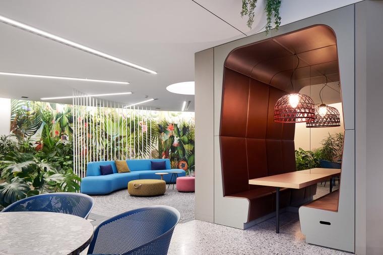 011-the-new-headquarters-of-roman-klis-design-by-ippolito-fleitz-group