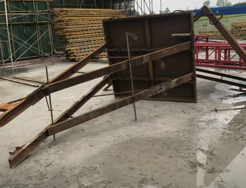 高层建筑安全文明施工策划方案(2018年)-87装配式楼层内电梯井随施工进度设置提升钢结构平台