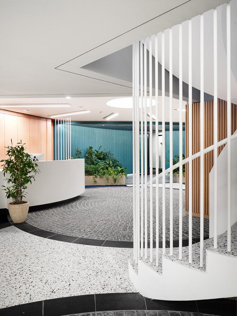 013-the-new-headquarters-of-roman-klis-design-by-ippolito-fleitz-group