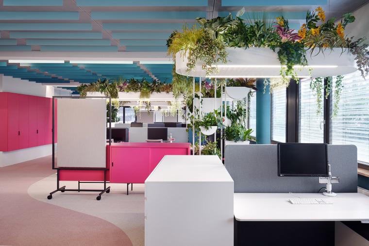 002-the-new-headquarters-of-roman-klis-design-by-ippolito-fleitz-group
