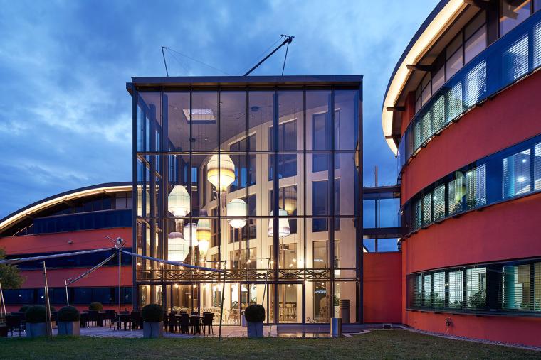 004-the-new-headquarters-of-roman-klis-design-by-ippolito-fleitz-group