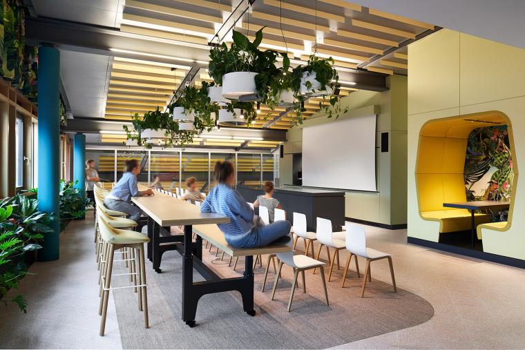 006-the-new-headquarters-of-roman-klis-design-by-ippolito-fleitz-group
