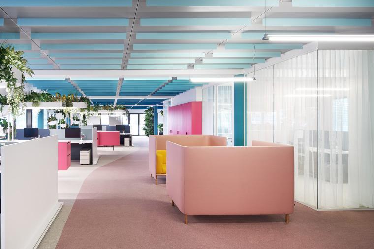 015-the-new-headquarters-of-roman-klis-design-by-ippolito-fleitz-group