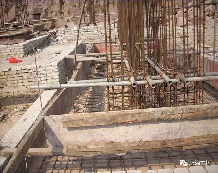 图文详解七大模板安装工程质量通病防治措施_1