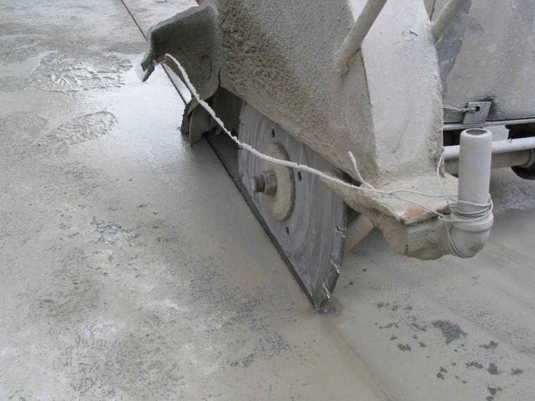 预制混泥土路面资料下载-水泥混凝土路面摊铺、振捣和表面整修