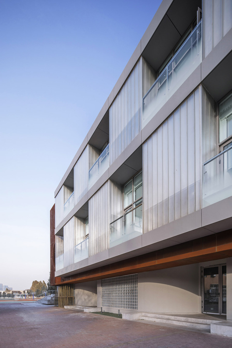016-international-department-of-beijing-private-junyi-middle-school-china-by-edo-architects