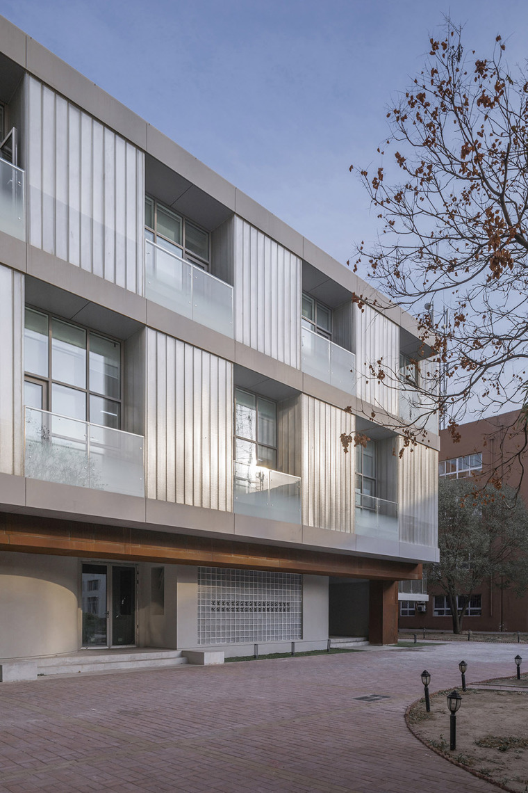 025-international-department-of-beijing-private-junyi-middle-school-china-by-edo-architects