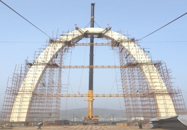 超宽连续钢箱梁及拱塔斜拉装饰桥施工技术