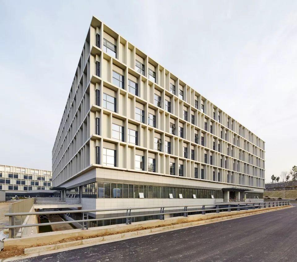 疫情背景下的中国医疗建筑现状与反思_10