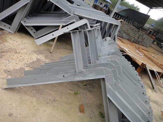 钢结构桥梁之人行道支架制作及安装施工要点