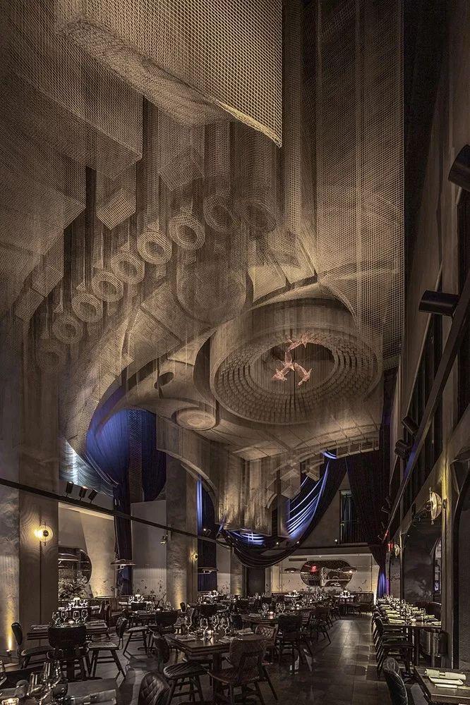纽约教堂餐厅Fillmore,雕塑式吊顶_1