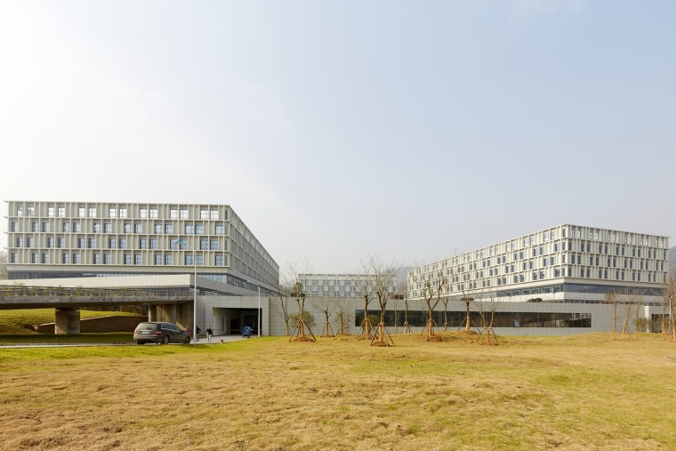 南京公共医疗中心-03_Entrance_Square_入口广场