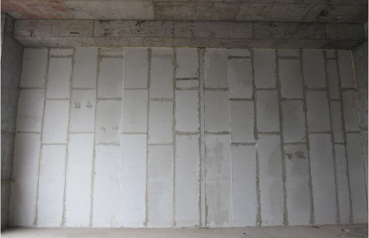 伸缩缝设置及超长墙体钢构造柱实图