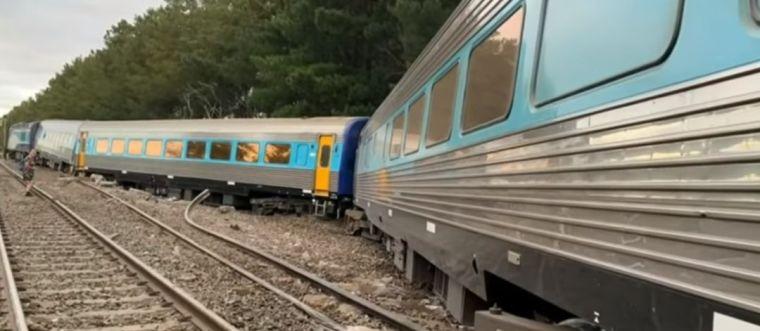 澳大利亚悉尼至墨尔本XPT快车脱轨_3