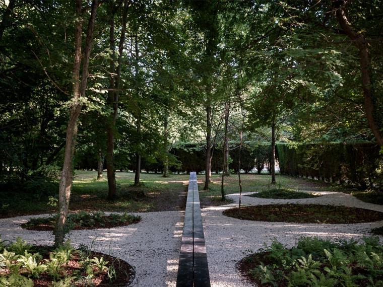 法国墓地和纪念馆周围景观