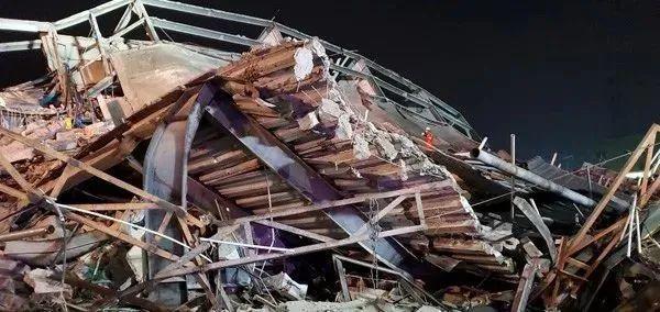 突发!泉州一新冠肺炎医学观察点酒店坍塌_2